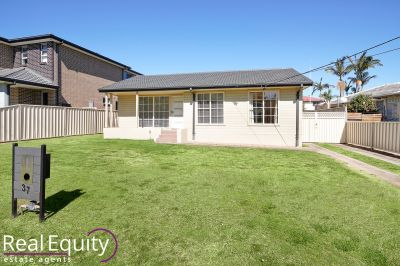 37 Huon Crescent, Holsworthy
