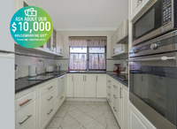 First-floor two bedroom villa boasting renovated kitchen, solar panels and a quiet convenient location.