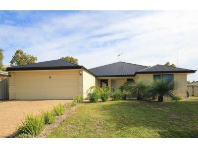 SUBSTANTIAL & SPACIOUS, OVERLOOKING BUSHLANDS