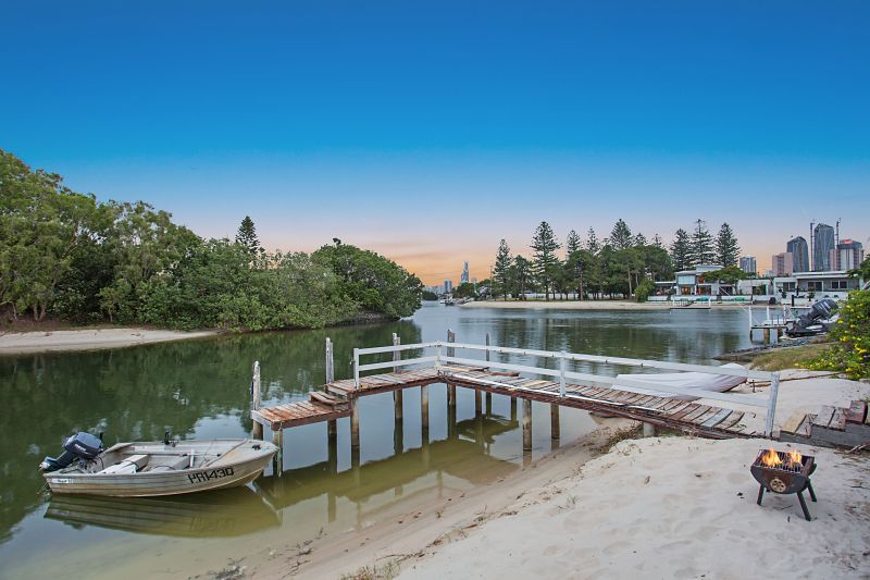 Unmatched Premier Waterfront Position in the Golden Triangle