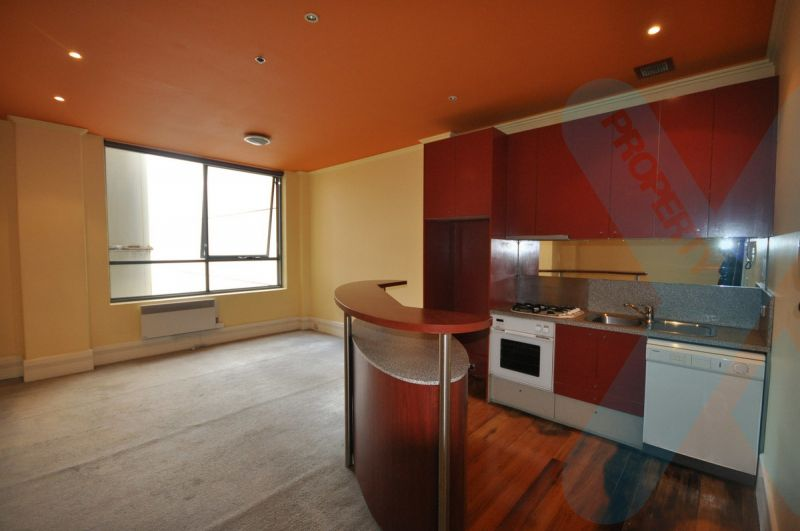 Large Art Deco Two Bedroom!