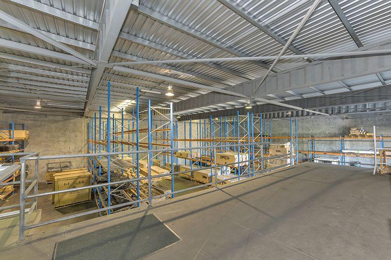Modern freestanding warehouse in attractive corporate park
