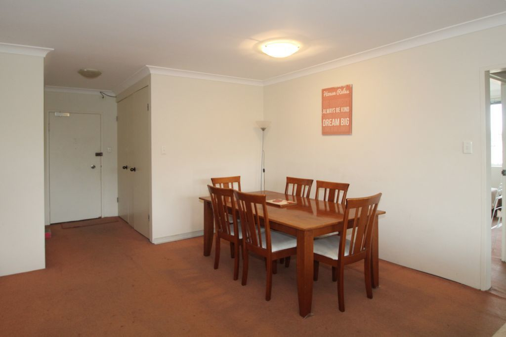 SPACIOUS 2 BEDROOM APARTMENT RIGHT IN THE HEART OF BONDI JUNCTION!