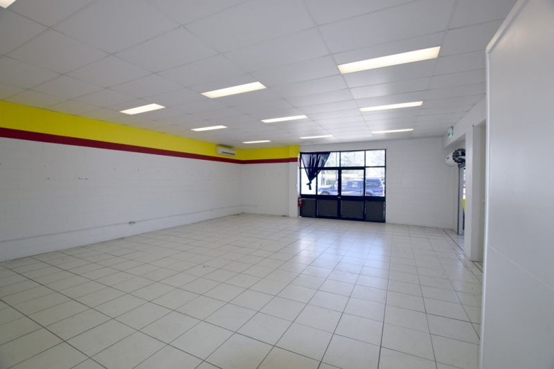 :: HIGH PROFILE RETAIL SPACE WITHIN PUMA SERVICE STATION - GLADSTONE