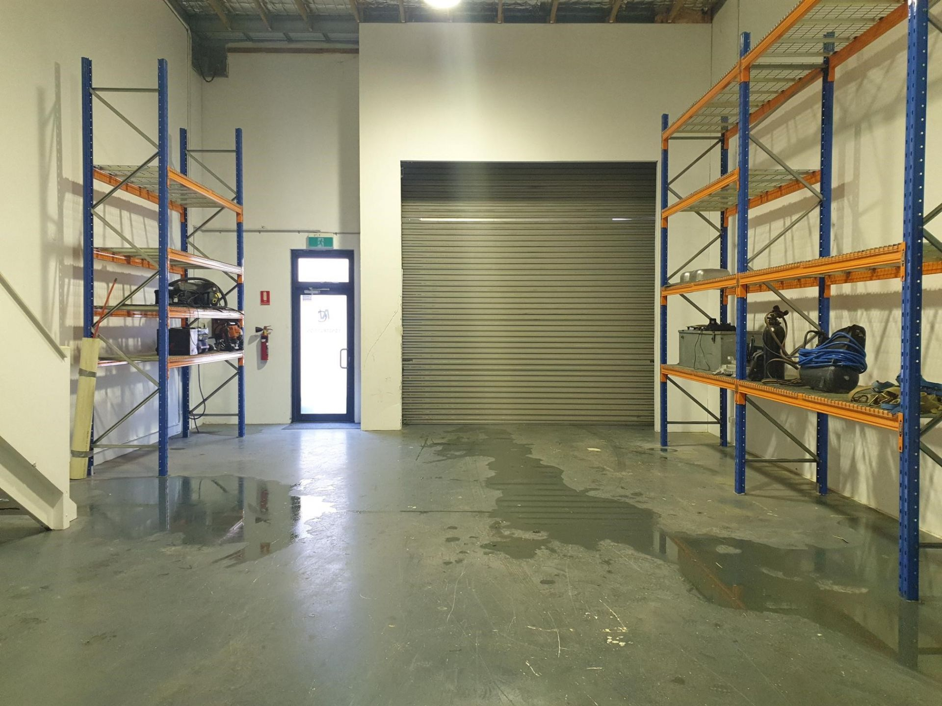TIDY WAREHOUSE WITH OFFICE