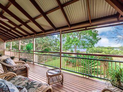 Stunning Queenslander with Water Views!!