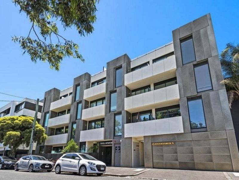 Affordable One Bedroom with Carpark in West Melbourne!