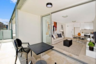 ULTRA MODERN 2 BEDROOM APARTMENT IN AMAZING LOCATION