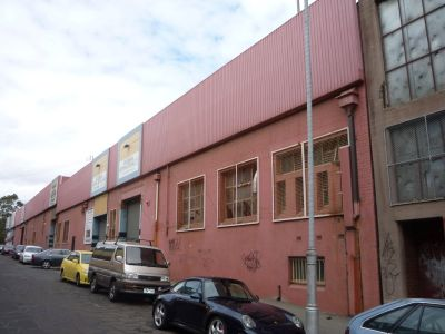 Large Affordable Warehouse with 2 Roller Shutter Doors