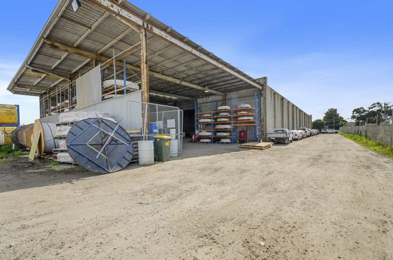 WAREHOUSE WITH LOTS OF LAND!