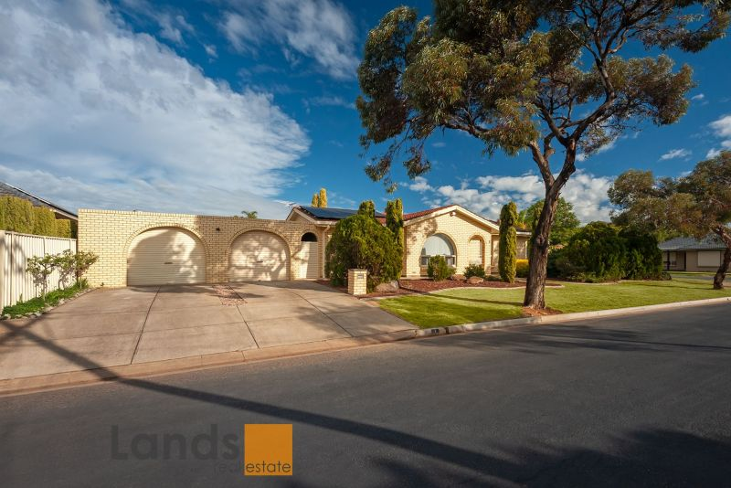 Brilliant Granny Flat, Sparkling Pool, Lots of Parking and Beautifully Updated.
