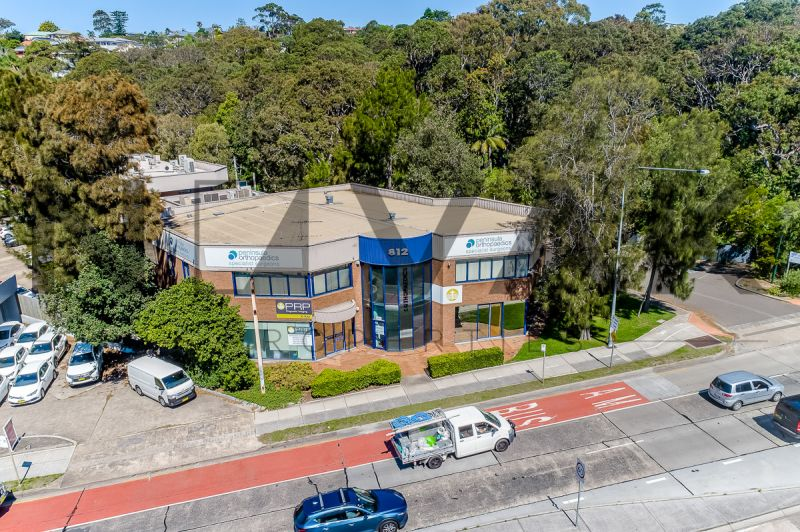 CONSULTING ROOMS AT FOREFRONT OF DEE WHY