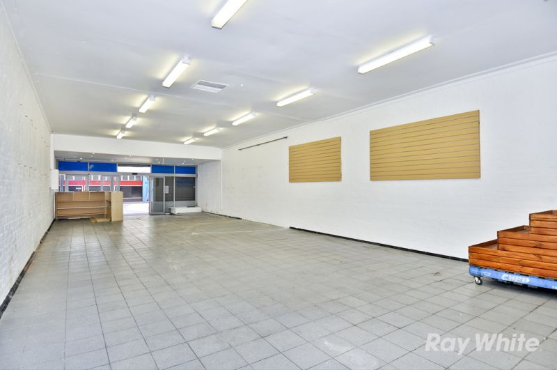 RETAIL OPPORTUNITY IN THE HEART OF THE MALL