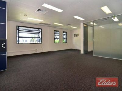 HIGH QUALITY OFFICE WITH 2 CAR PARKS INCLUDED IN THE RENTAL