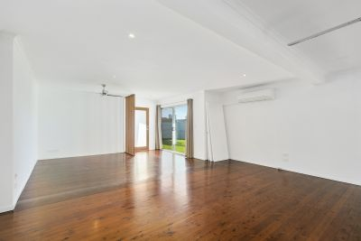 Rennovated 4 bedroom home minutes away from Ferry Road markets