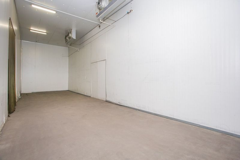 FLEXIBLE INDUSTRIAL FACILITY WITH COOL ROOMS