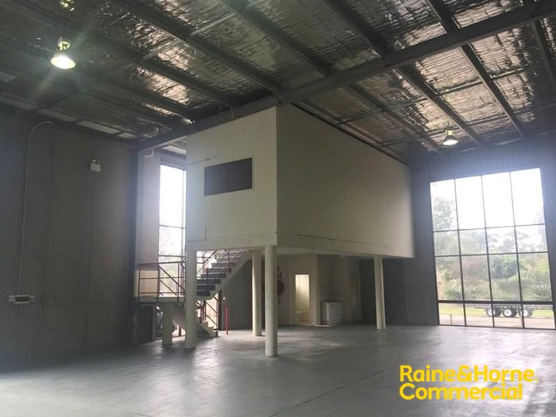 High Clearance Industrial Unit For Lease