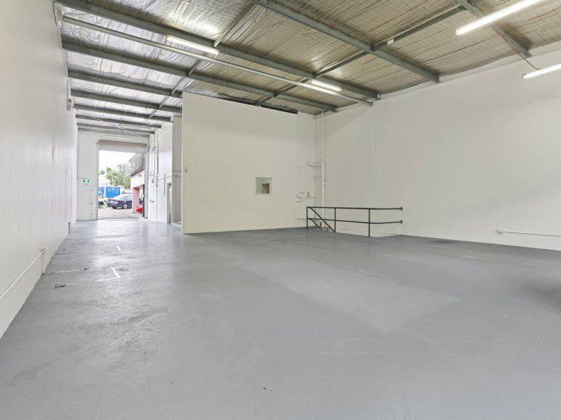 Massive Exposure! 391sqm Warehouse/ Office/Showroom