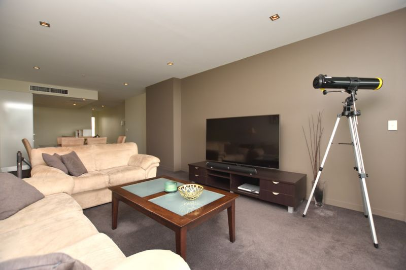 Victoria Point: Fabulous Fully Furnished Two Bedroom in Docklands!