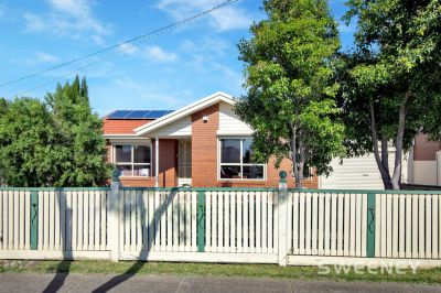 Family Home with Extra Accommodation in Blue Chip Altona Bay!!
