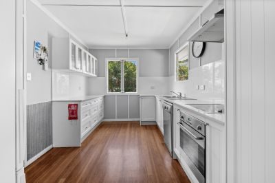 Three Bedroom Cottage with large shed Minutes to Currumbin Beach
