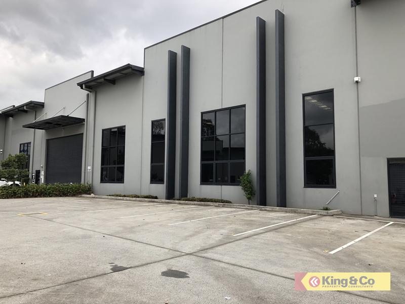 IMMACULATE INDUSTRIAL UNIT!