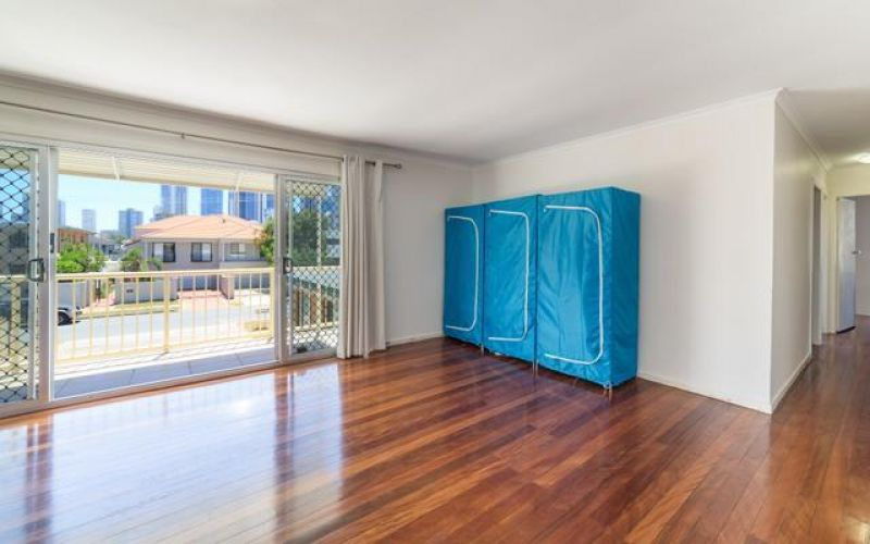 Surfers Paradise - Entire Block of 4 Flats