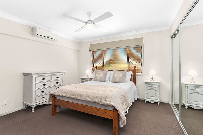 Near new duplex in a quiet complex minutes from Carindale