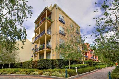 Keep Apartments: Spacious Two Bedroom Apartment in an Exclusive Southbank Precinct!