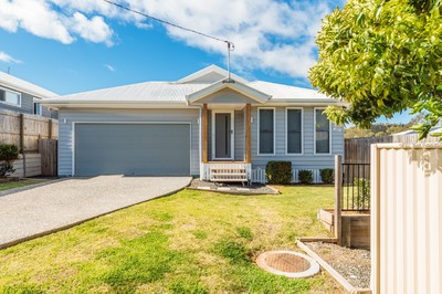 Lovely four bedroom home in a peaceful cul-de-sac perfect for a young family, couples or retirees alike!