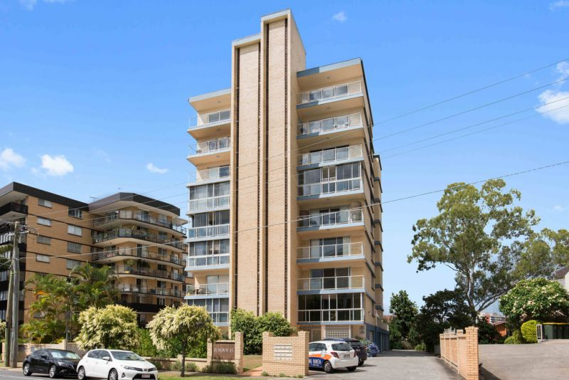 Renovated and spacious 3 bedroom apartment with lock up garage  !
