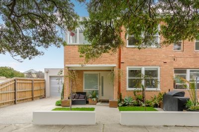 PLEASE REGISTER TO INSPECT THIS 4 BEDROOM HOME OFFERING VIEWS OVER PORT PHILLIP BAY