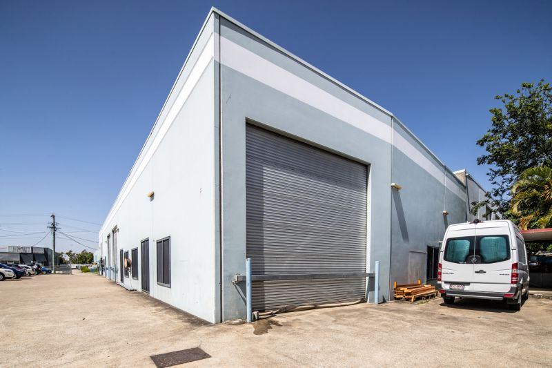 1,120m2* Tilt Panel Warehouse & Office Building