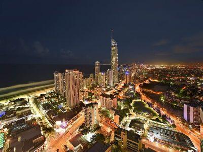 Sensational Circle on Cavill - 37th Floor Ocean Views