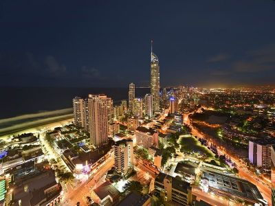 Sensational Circle on Cavill - 37th Floor Ocean Views
