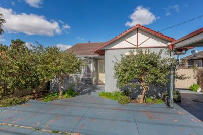 Lovely 3 Bedroom Home, Plus A Fully Self Contained Bungalow/Granny Flat.