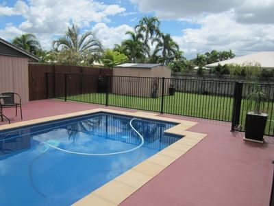 POOL AND LARGE OUTDOOR UNDERCOVER ENTERTAINING