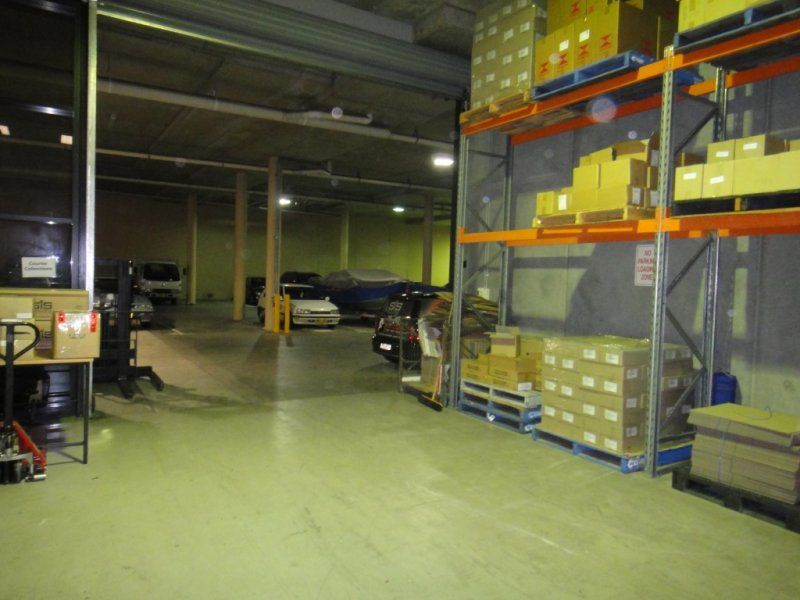 High clearance clean warehouse space – 70sqm