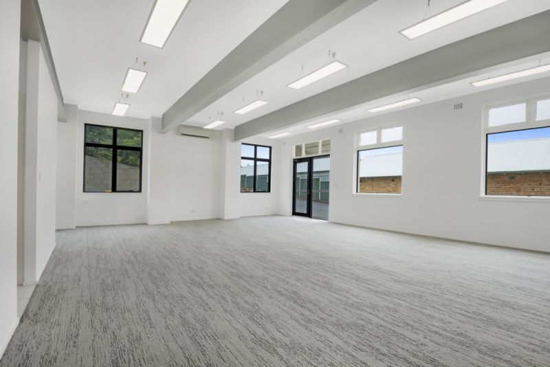PROFESSIONAL and STYLISH COMMERCIAL SUITE IN TOWN