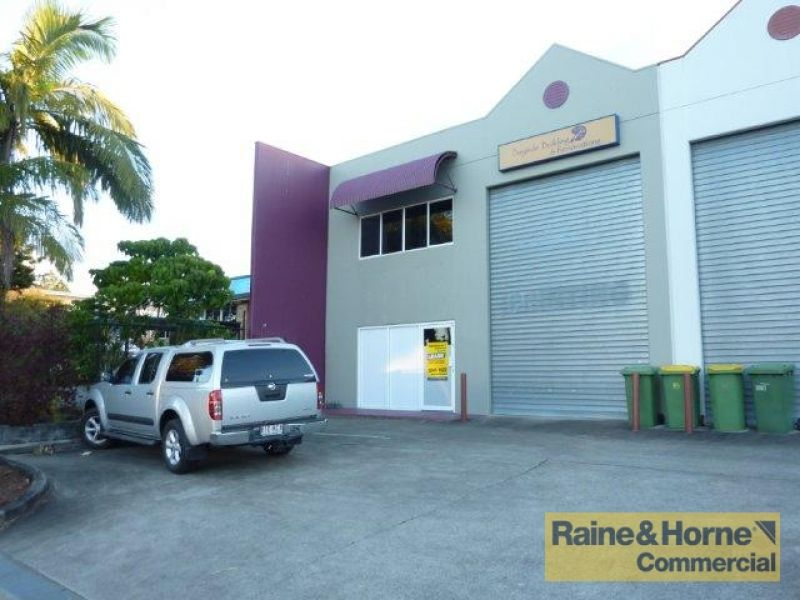 122sqm High Profile Showroom / Warehouse - Location! Location!
