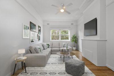 Conveniently located Upper Duplex