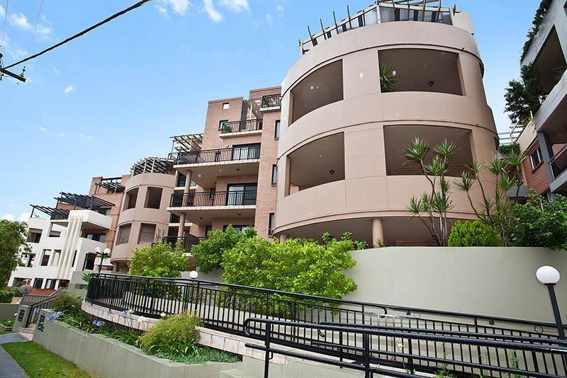 Stylish, Sunlit Apartment