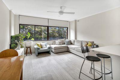 Sun-Filled Apartment in Convenient Locale