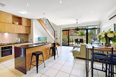 Stylish, Renovated Bundall Townhouse