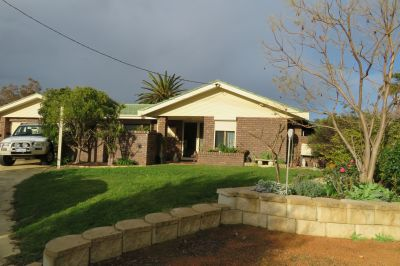 Ideal Family Home! Location! Location!