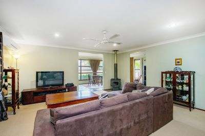 Neat family home located in Paradise Point!