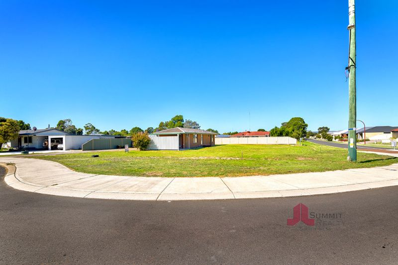 POTENTIAL PLUS! 1090SQM IN THE HEART OF DARDANUP TOWN