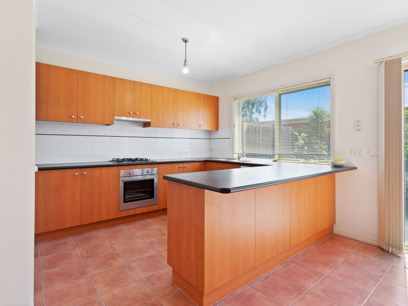 For Sale By Owner: 150 Paterson Drive, Lynbrook, VIC 3975