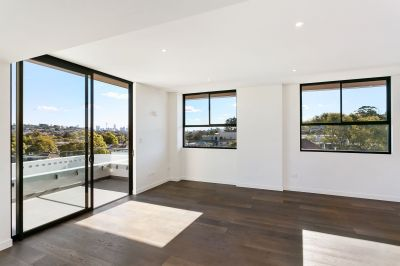 Brand New Luxurious Penthouse Studio Apartment with Spectacular City Skyline, District and Harbour Bridge Views