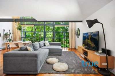 SPLIT LEVEL APARTMENT LOCATED IN THE HEART OF CAMPERDOWN